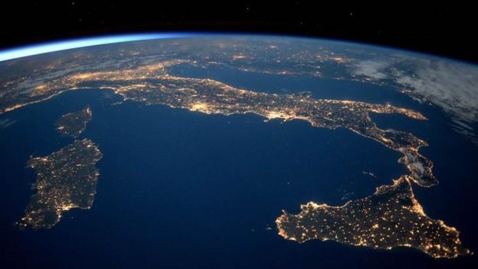 Se o planeta Terra acelera o ritmo de rotação com a energia criada pelos abalos sísmicos, o dia pode ficar mais curto  (Foto: ESA/NASA)