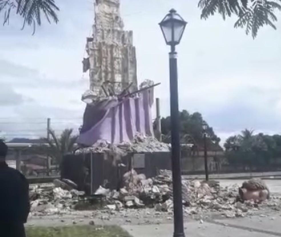 Raio destrói estátua de 15 metros do padroeiro do Ceará — Foto: TV Verdes Mares/Reprodução