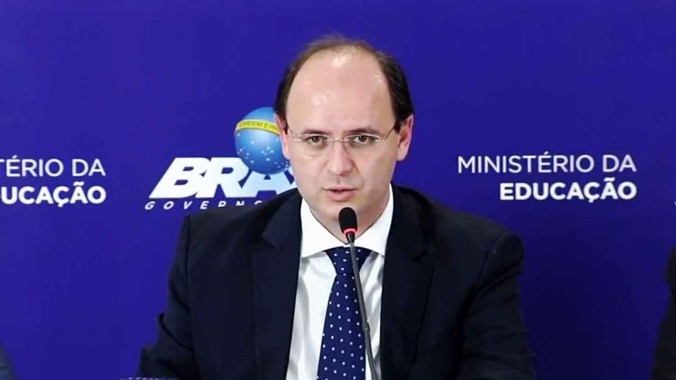 Ministro da Educação, Rossieli Soares da Silva, anuncia aumento no teto da mensalidade financiada pelo Novo Fies (Foto: Reprodução/MEC)