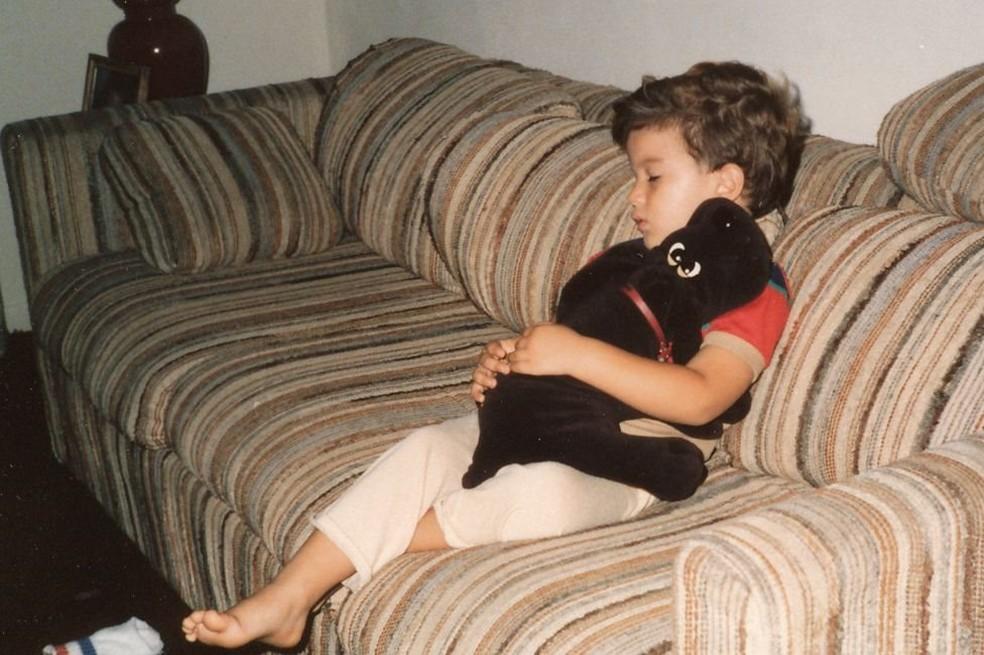 Por não conseguir cultivar muitas amizades, Salinas ficou uma criança mais introspectiva, que assistia muito à TV (Foto: Arquivo pessoal)