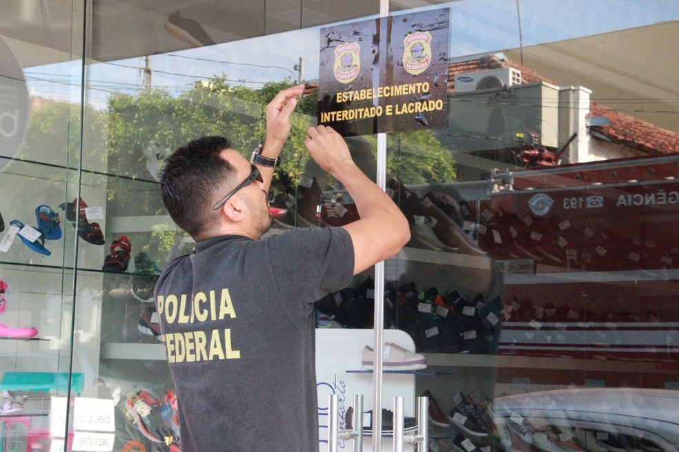 Policial Federal lacra loja de sapatos da ex-tesoureira em Jales; loja vai para leilão — Foto: Rafael Honorato/Arquivo