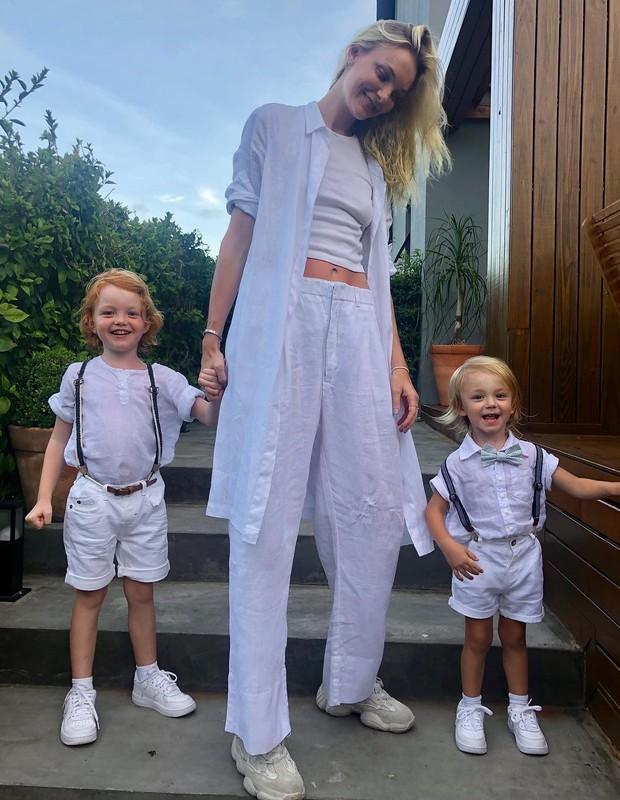 Carol Trentini e família (Foto: Instagram/Reprodução)