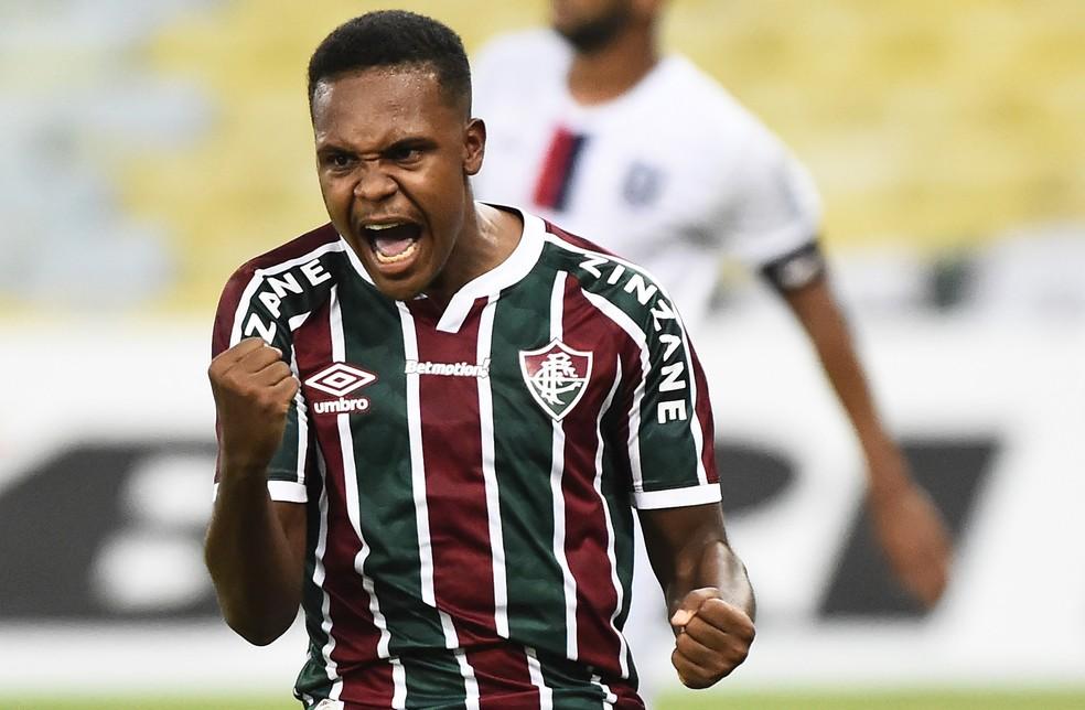 Alexandre Jesus marcou um gol logo em sua estreia como profissional — Foto: André Durão