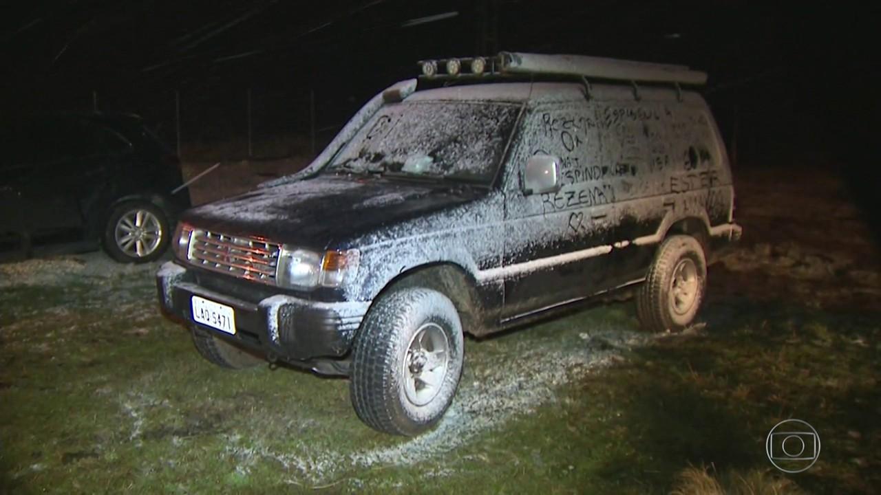 Neve faz alegria de moradores e turistas na serra de SC