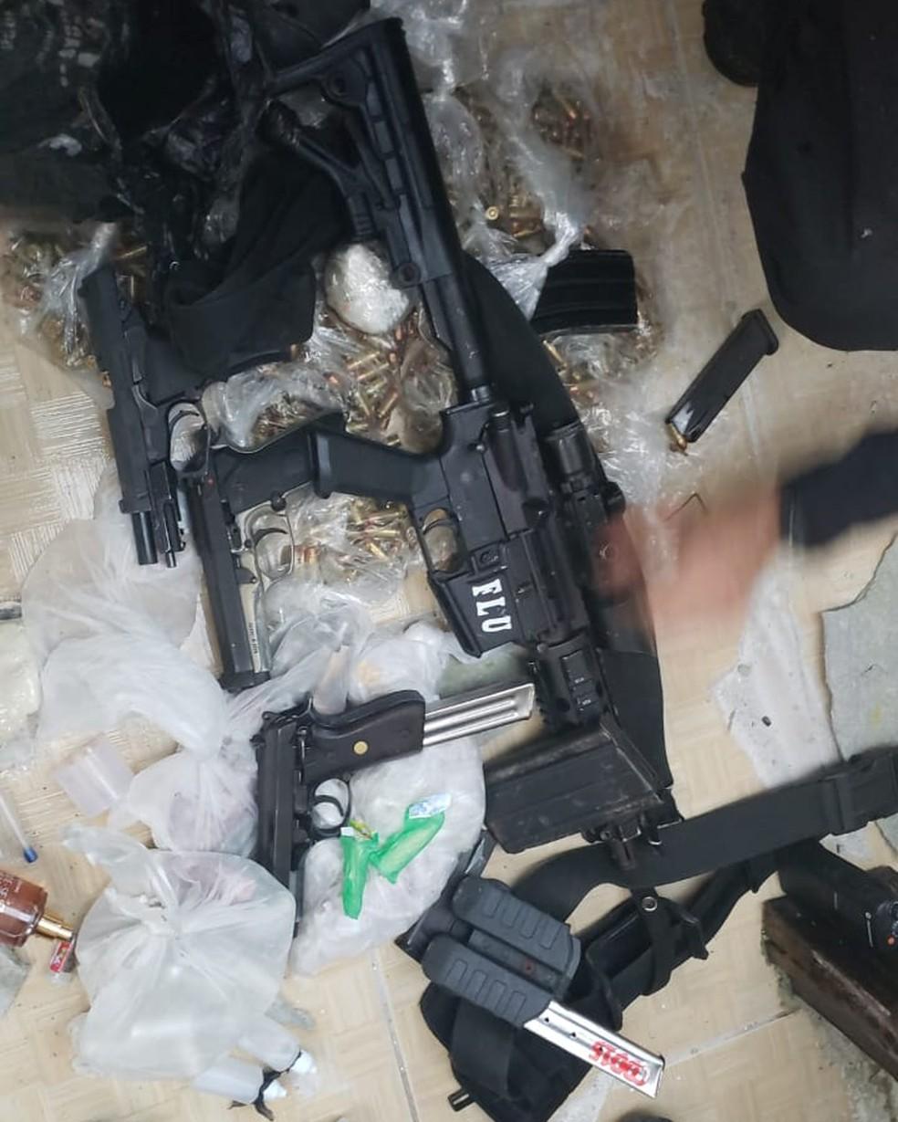 Armas apreendidas junto com os presos durante ação na Cidade de Deus — Foto: Divulgação/Polícia Civil