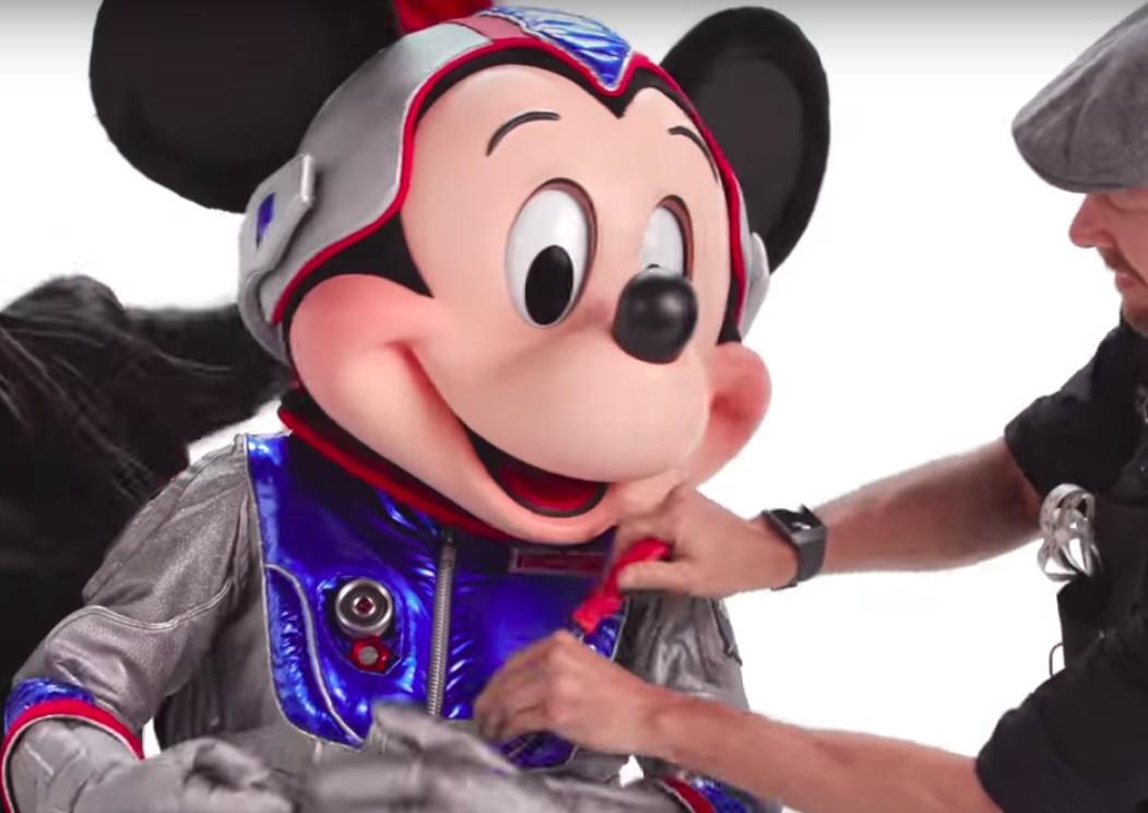 Mickey em produção para o vídeo (Foto: Reprodução)