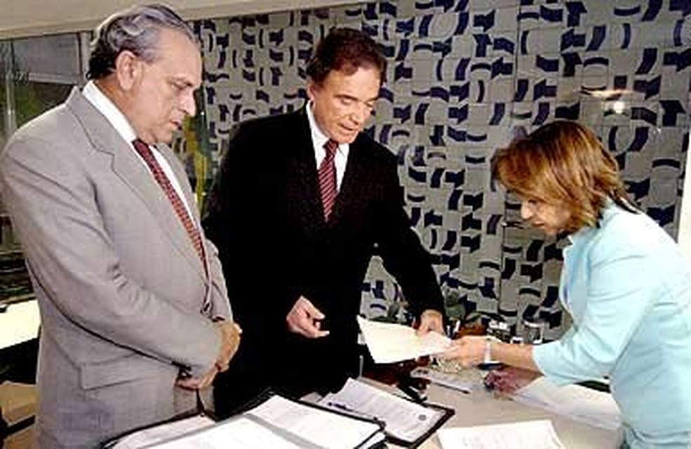 O ex-senador Sergio Guerra, que morreu em 2014, e o senador Alvaro Dias participaram da CPI da Petrobras, em 2009 (Foto: Divulgação/Senado)