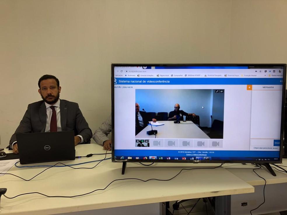 Juiz diz que videoconferência é um recurso para reduzir custo — Foto:  Leandro Milú