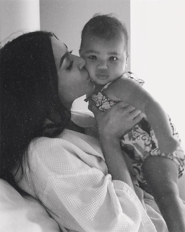 Kim Kardashian e True (Foto: Reprodução / Instagram)