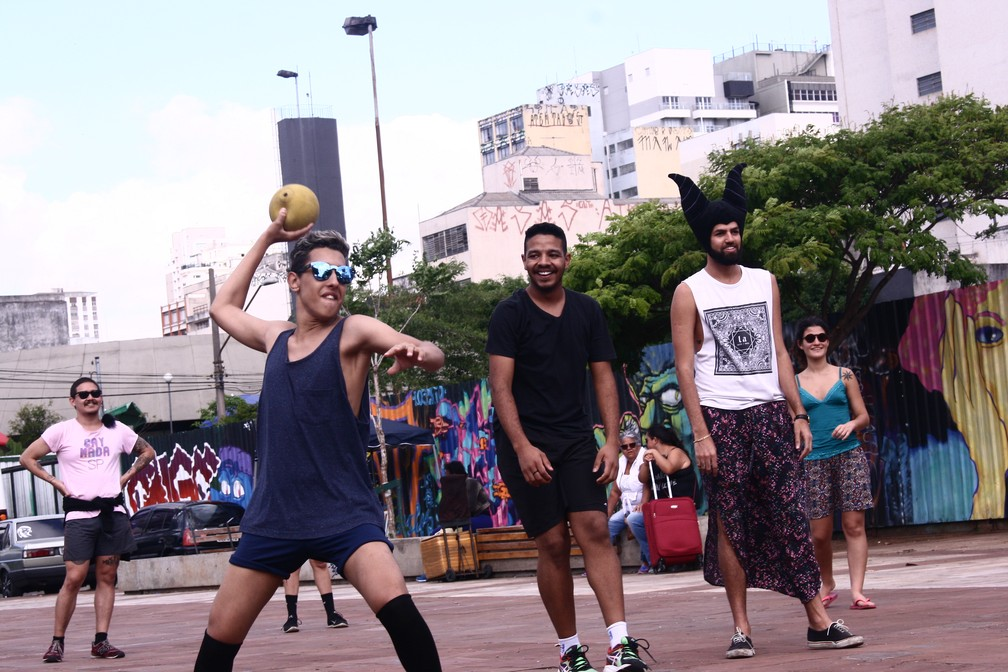 Gaymada no Largo da Batata: evento esportivo virou bloco  (Foto: Ivan Zancan/Gaymada)