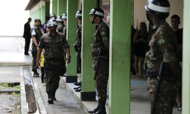 Militares participam de operação no voto de Bolsonaro no Rio