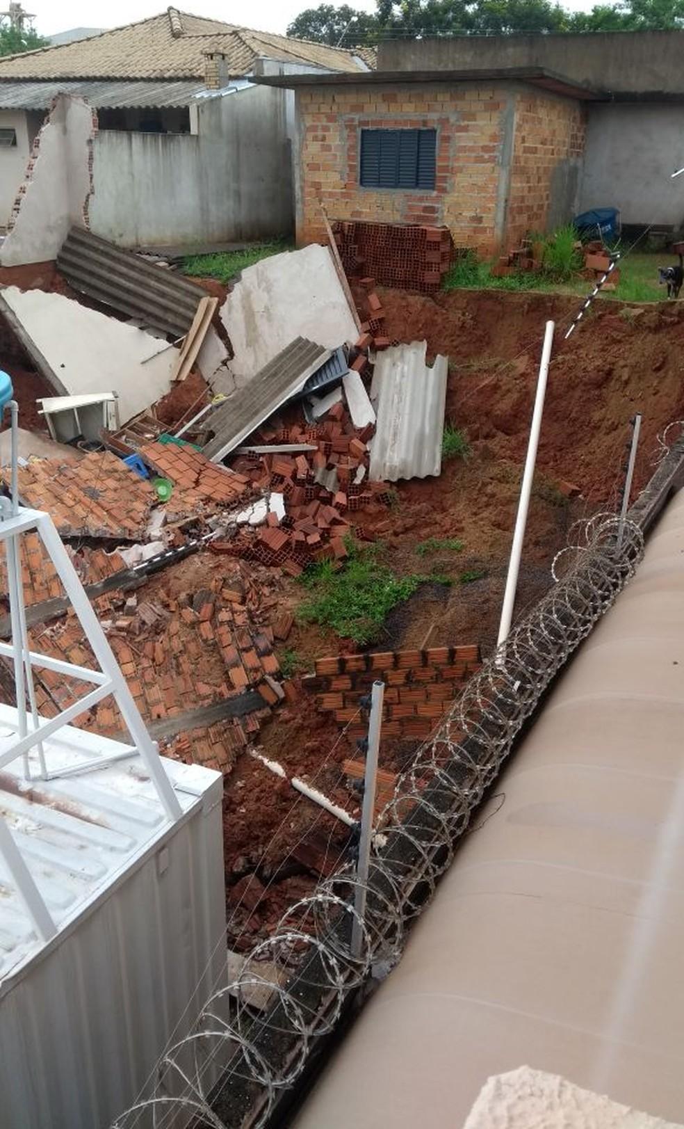 Cômodo de residência desabou no Parque dos Girassóis, em Presidente Prudente (Foto: Aline Michaelle Quatrochi Santos Matos Souza/Cedida)
