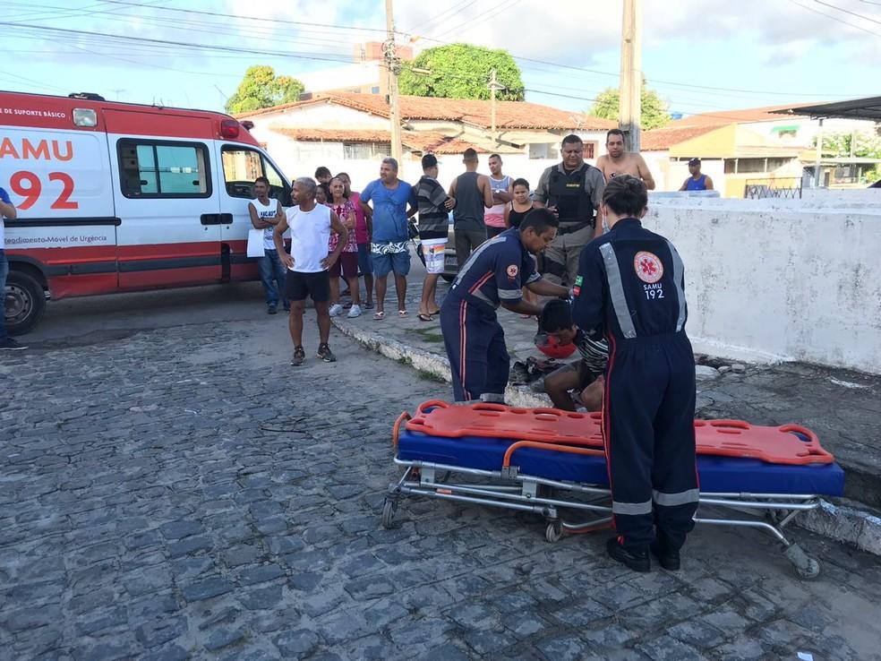 Suspeito foi encaminhado para hospital após ser socorrido pelo Samu (Foto: Walter Paparazzo/G1)