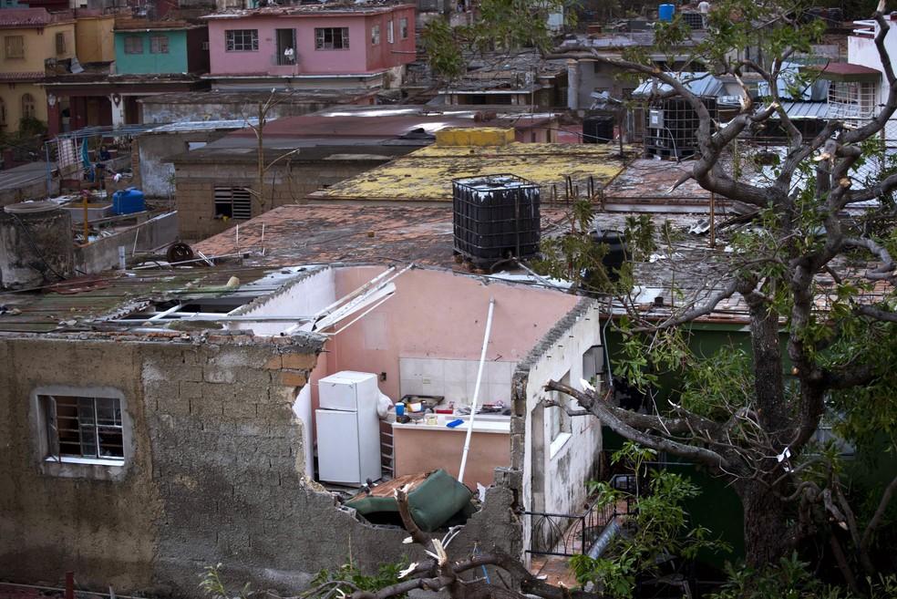 Casa destruída em Havana após passagem de tornado  — Foto: AP Photo/Ramon Espinosa