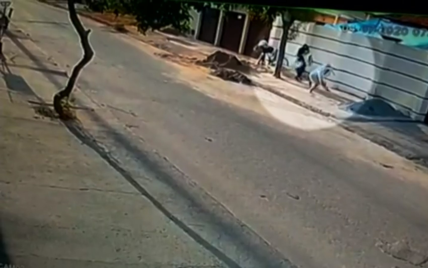 Homem disfarçado de mendigo é suspeito de matar empresário a tiros na porta de casa, em Aparecida de Goiânia; vídeo