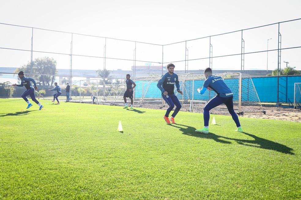 Grupo do Grêmio segue sem contato físico no CT Luiz Carvalho — Foto: Lucas Uebel/Grêmio