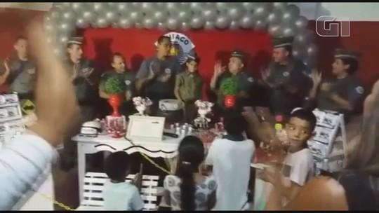 Menino ganha festa de aniversário com parabéns da Polícia Militar em Jardinópolis