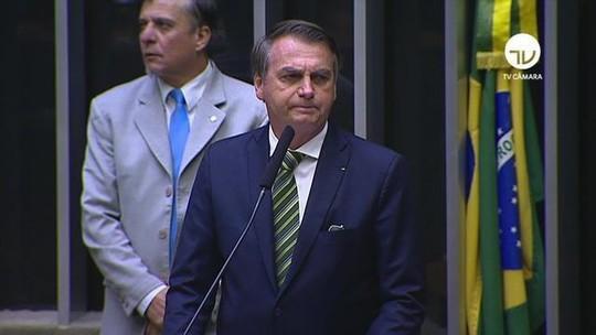 'Se está sendo criticado, é sinal de que é adequado', diz Bolsonaro sobre indicação de filho a embaixada