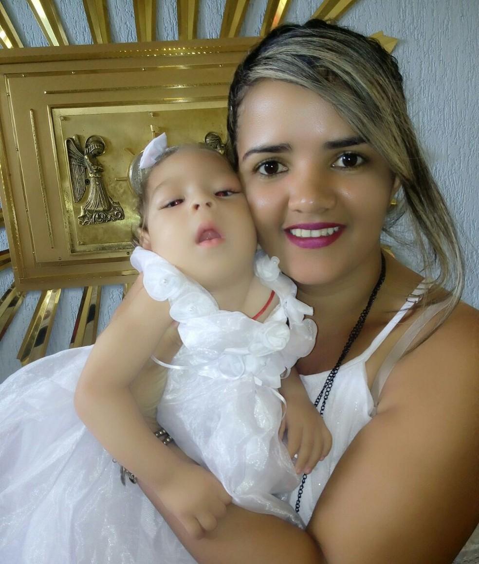 Camila encontrou atendimento ideal em Pernambuco para a filha após inauguração de unidade  (Foto: Arquivo pessoal/Camila Alves)