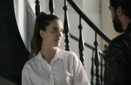 Depois de sair do convento com Rael (Rafael Queiroz), Fabiana (Nathalia Dill) e o matador terão um final cercado de mistério em Rio Vermelho, terra natal deles Reprodução