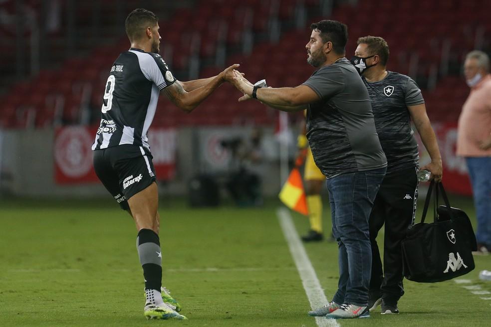 Primeiro jogo de Barroca à frente do Botafogo neste retorno foi na derrota por 2 a 1 para o Inter — Foto: Vitor Silva/Botafogo