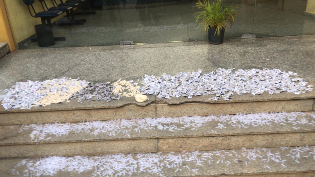 Dupla é presa com mais de mil cápsulas de cocaína em Três Rios