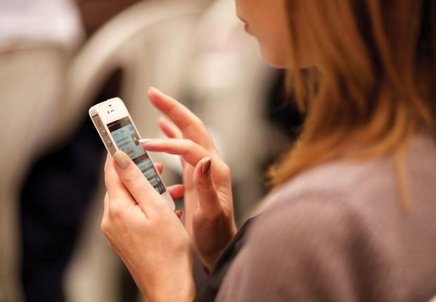 Redes sociais ; celular ; isolamento ; solidão ; comportamento ;  (Foto: ThinkStock)