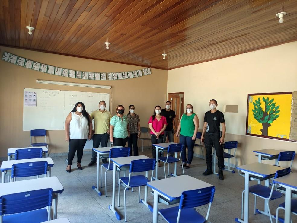 Presos têm aula com Rosa três horas por dia— Foto: Arquivo pessoal