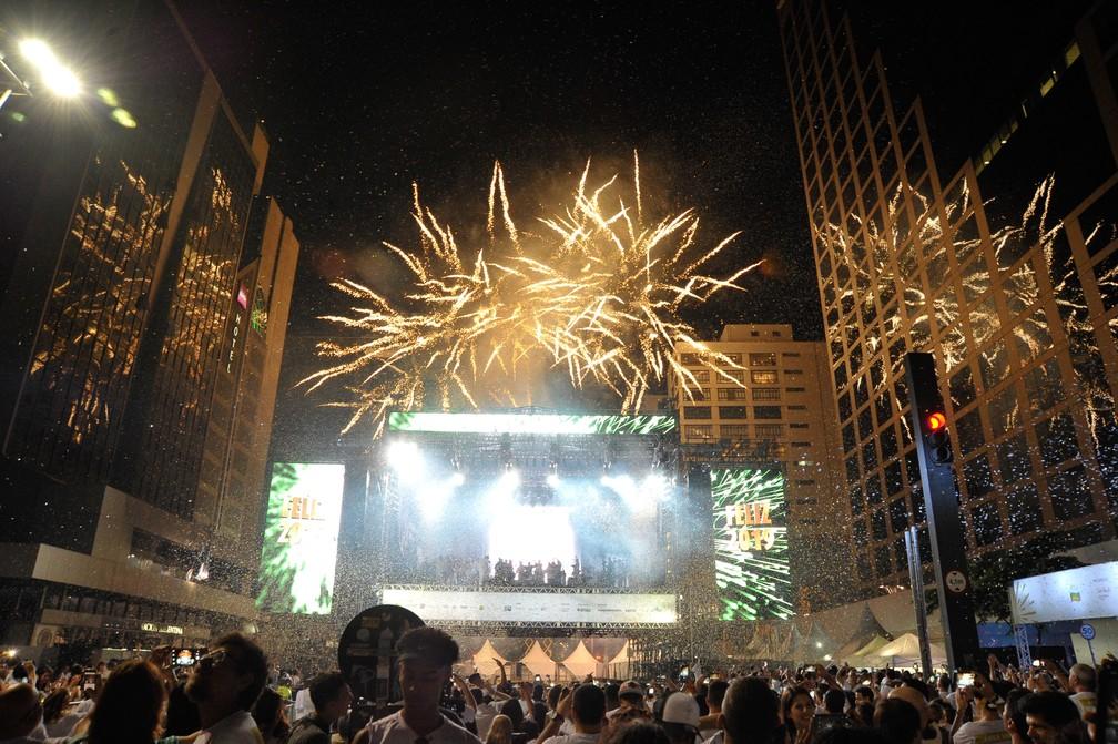 Queima de fogos marca a passagem de ano no réveillon da Paulista  — Foto: Ricardo Bastos/Fotoarena/ Estadão Conteúdo