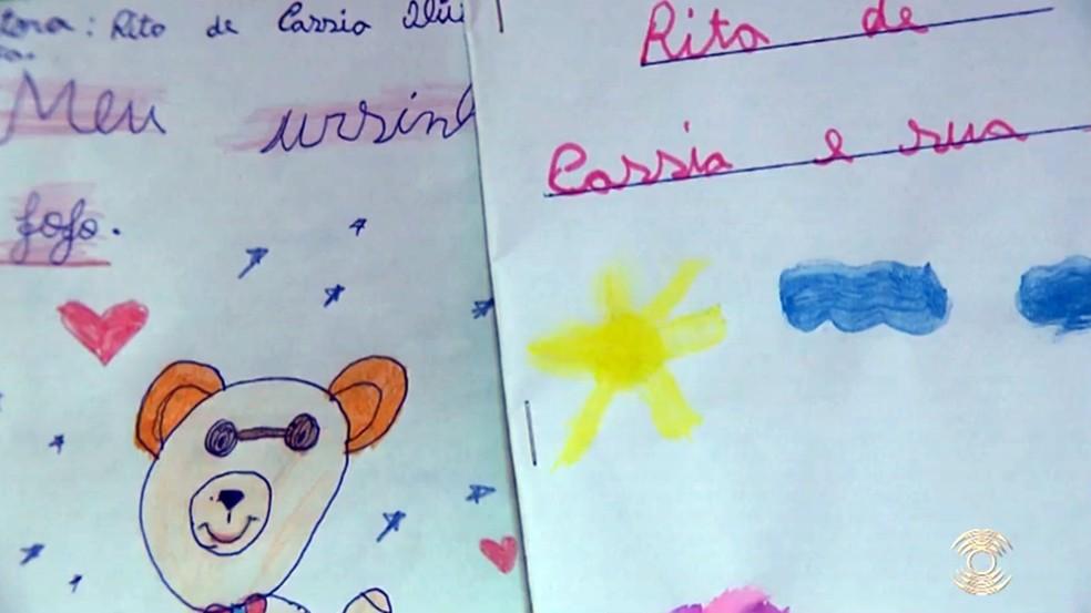 Livros de Rita de Cássia são feitos com materiais doados por amigos — Foto: Reprodução/TV Paraíba