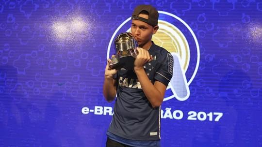 Bicampeão do e-Brasileirão, Henrykinho está perto de acertar com o Cruzeiro