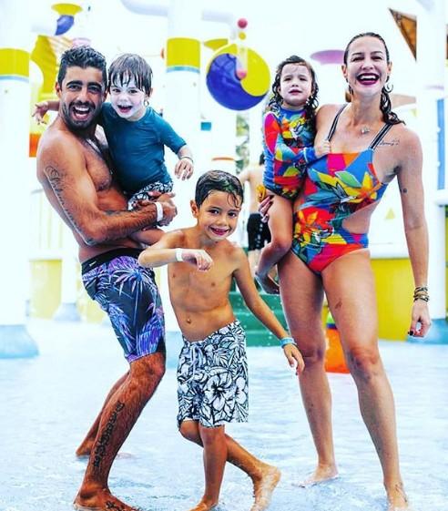 Luana Piovani com a família (Foto: Reprodução Instagram)