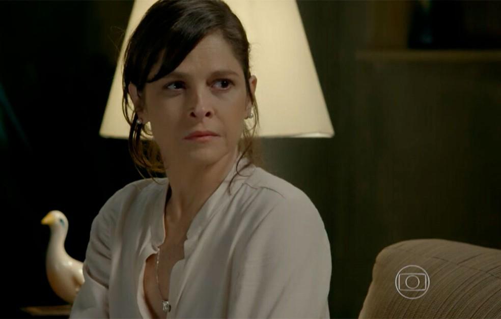 Em 'Império', Cora (Drica Moraes) não gosta de saber que Cristina (Leandra Leal) abriu mão de seus direitos — Foto: Globo