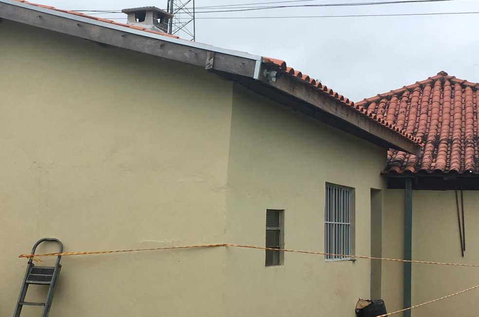 Casa contava com monitoramento por câmeras  — Foto: Aline Costa/G1