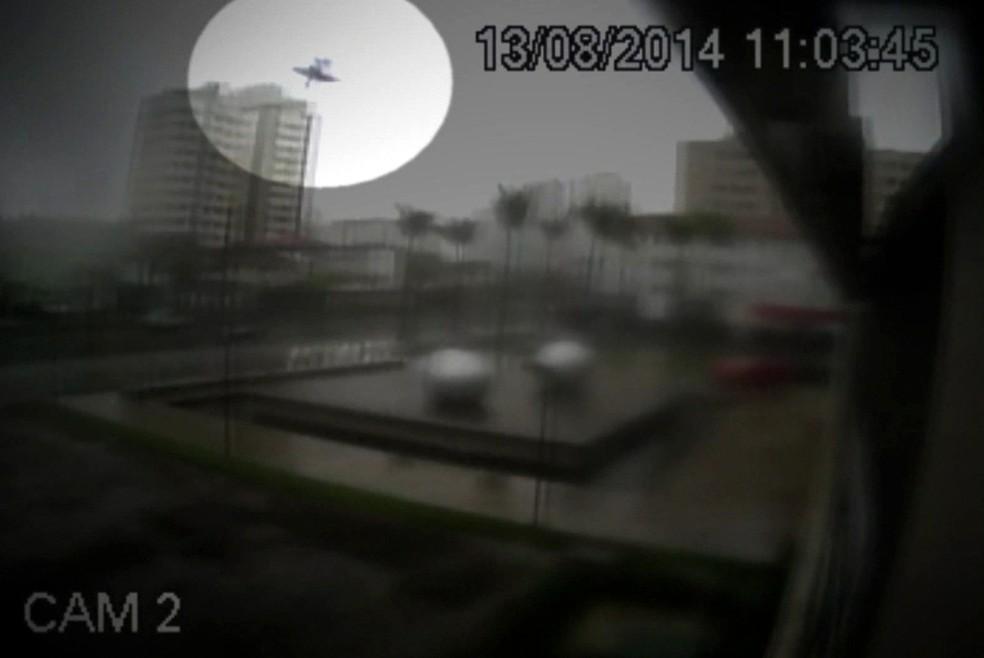 Áudios registram últimos diálogos em avião que caiu e matou Eduardo Campos (Foto: Reprodução/GloboNews)