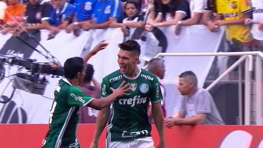 Algoz corintiano em Itaquera, Moisés pode voltar ao banco do Palmeiras no Dérbi