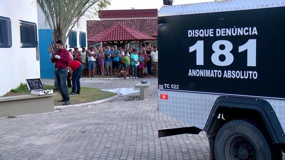 Perícia no local onde o crime ocorreu, em Linhares — Foto: Reprodução/TV Gazeta