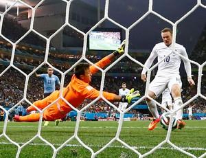 Rooney gol Uruguai x Inglaterra (Foto: Reuters)