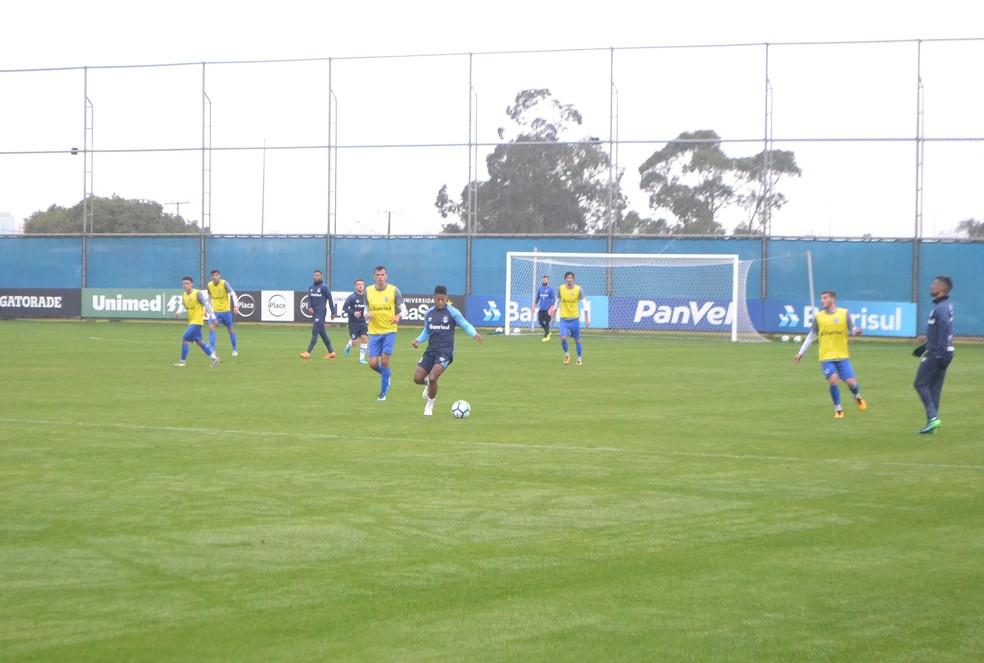 Com ausência de Everton, Marinho iniciou entre os titulares (Foto: Eduardo Moura)