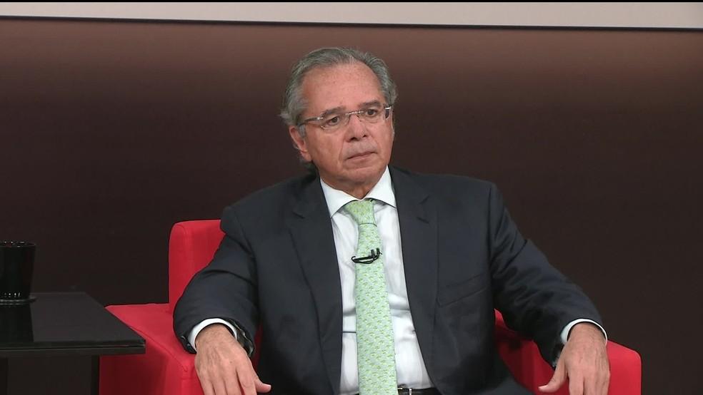 Paulo Guedes durante entrevista à GloboNews, em que se disse favorável ao teto de gastos — Foto: Reprodução GloboNews