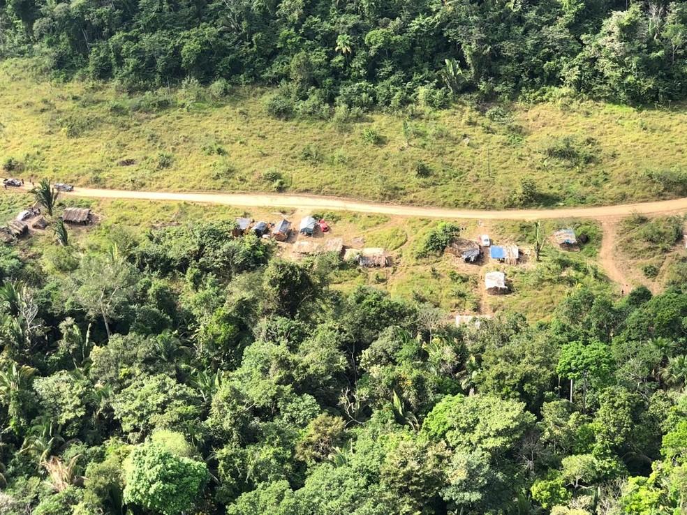 Helicóptero é usado nas buscas por trabalhadores em fazenda — Foto: PM/Divulgação