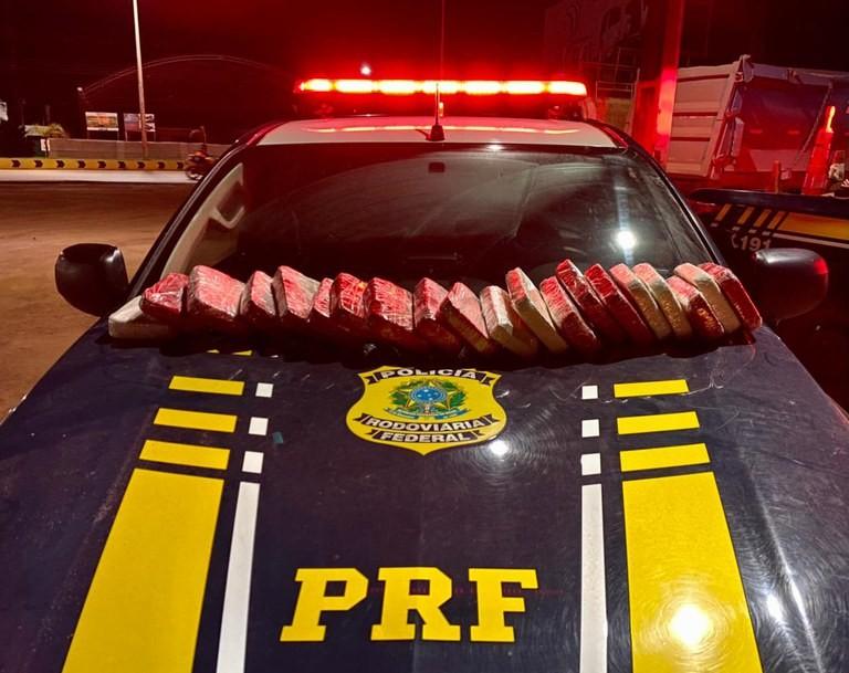 PRF apreende 21 kg de cocaína com passageiras de ônibus em Itaituba