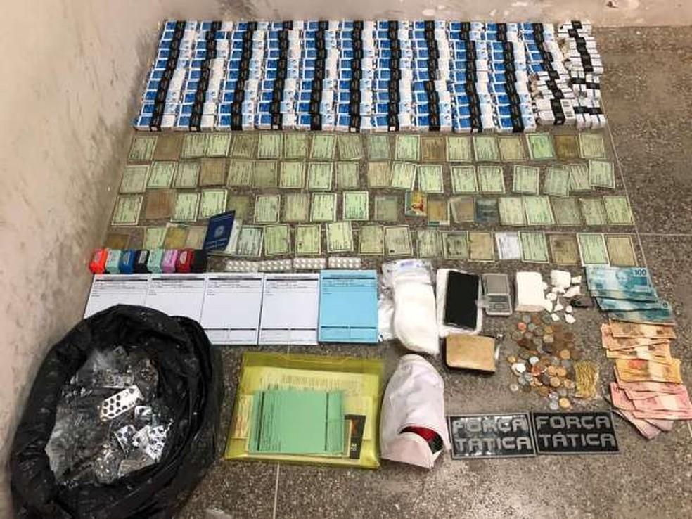 Homem foi preso por tráfico de drogas e falsificação de documento particular no interior do Ceará. — Foto: Divulgação/SSPDS