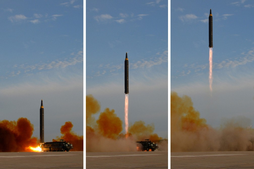 -  Lançamento do míssil Hwasong-12 em montagem de fotos distribuídas pela North Korea s Korean Central News Agency  KCNA , neste sábado  16   Foto: KCNA