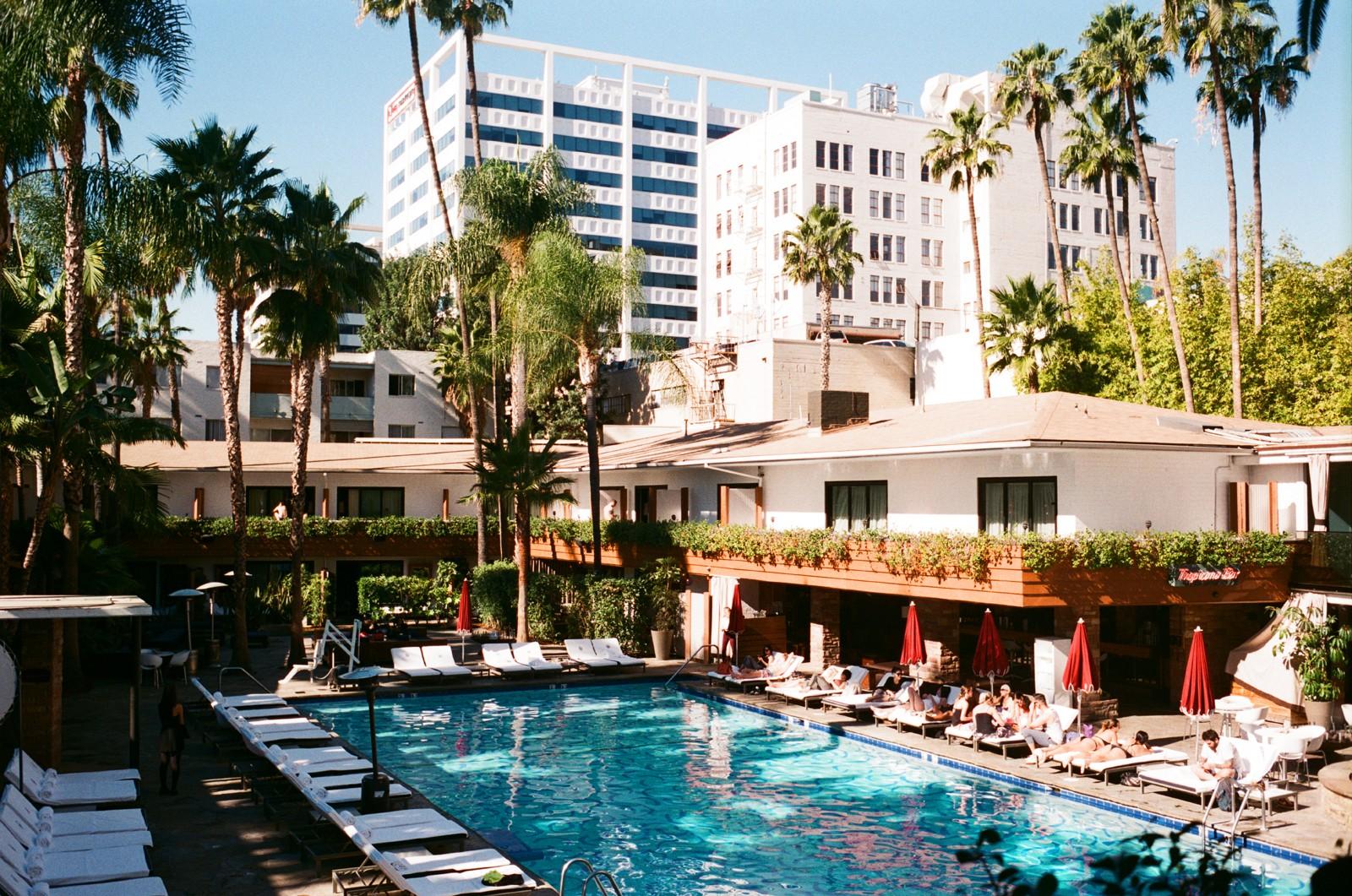 Vista da piscina do The Hollywood Roosevelt (Foto: Preferred Hotels & Resorts / Divulgação)