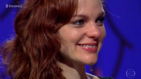 Maria Eduarda de Carvalho se emociona com recado surpresa do pai