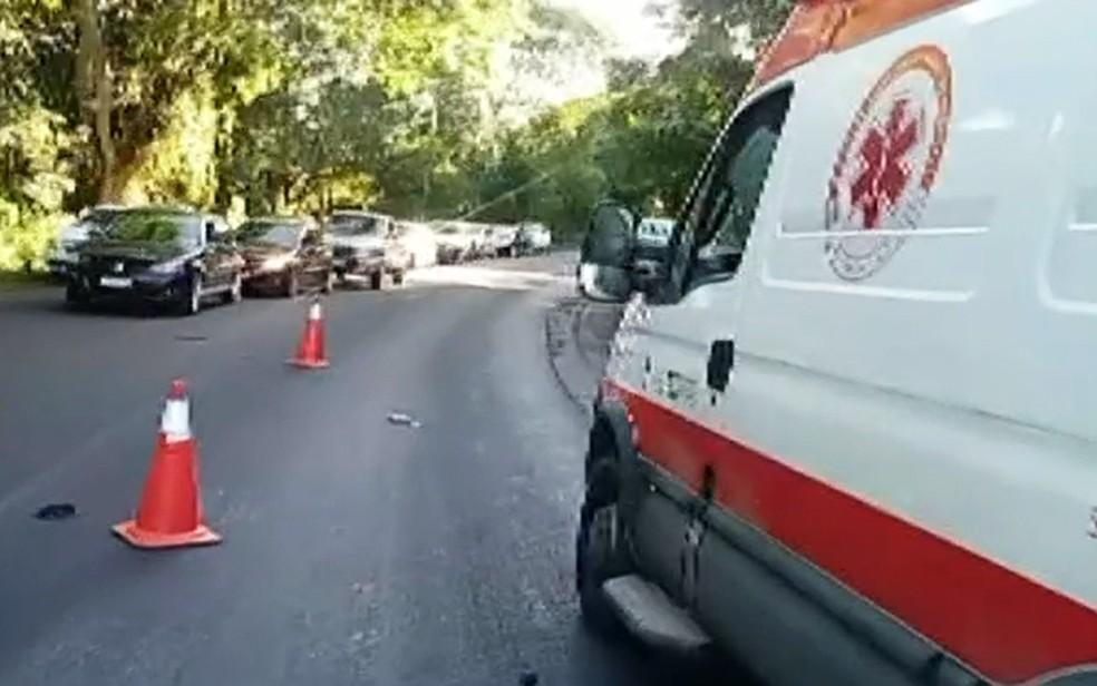 Pista chegou a ser interditada, para o resgate das vítimas — Foto: Reprodução/TV Bahia