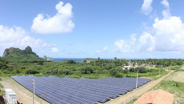Usina Solar Fotovoltaica construída na Ilha de Fernando de Noronha da WEG - painel de energia solar - fotovoltaica (Foto: Divulgação WEG/Flickr)