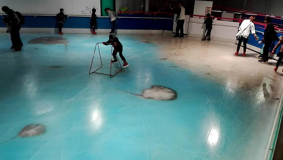 Parque Space World, em Kitakyushu, abriu a pista de patinação em 12 de novembro, mas o conceito da atração foi tachado de sinistro e imoral (Foto: AFP)