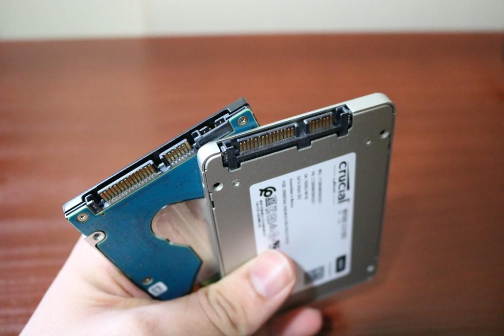 HD e SSD SATA têm o mesmo formato e encaixes — Foto: Filipe Garrett/TechTudo